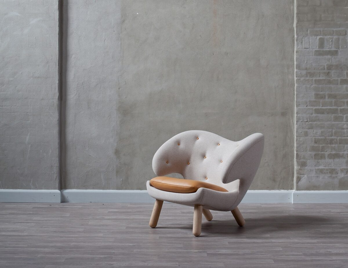 Finn-Juhl-Pelican-Leather-Chair-2
