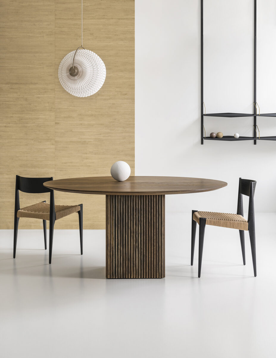 TEN TABLE ROUND_Ø150_smoked oak_with PIA_with SU-1500x1941